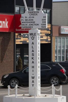 Startpunkt vom Alaska Highway, nur noch 2500 km bis Fairbanks