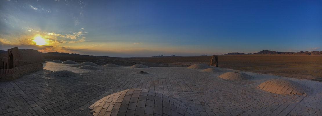 Sonnenuntergang vom Dach der alten Karawanserei