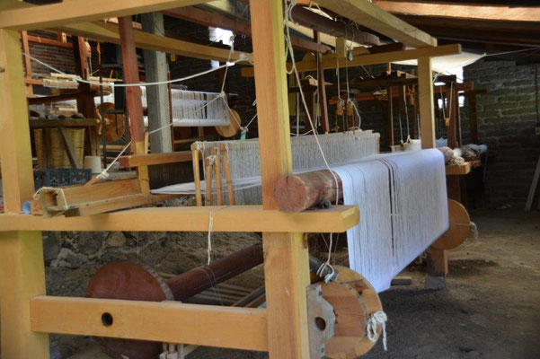 Weaving loom for silk