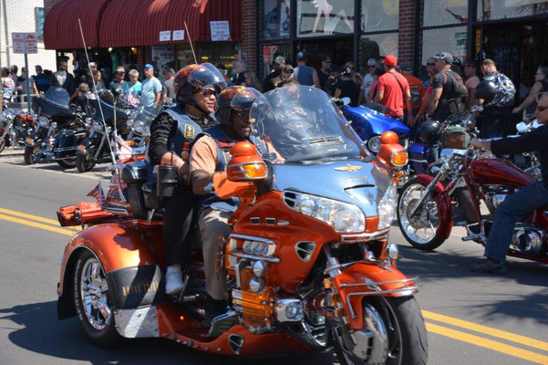 Eine halbe Million Biker bei der Bike Week in Daytona Beach
