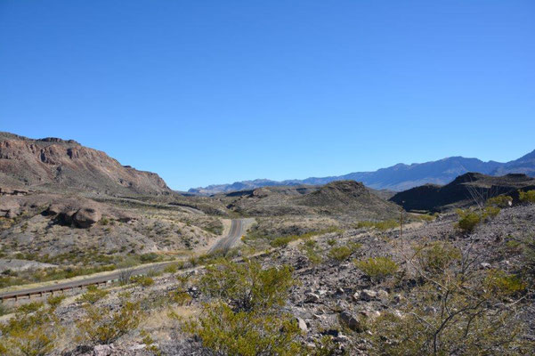 Big Bend Ranch Statepark - a road like a roller-coaster