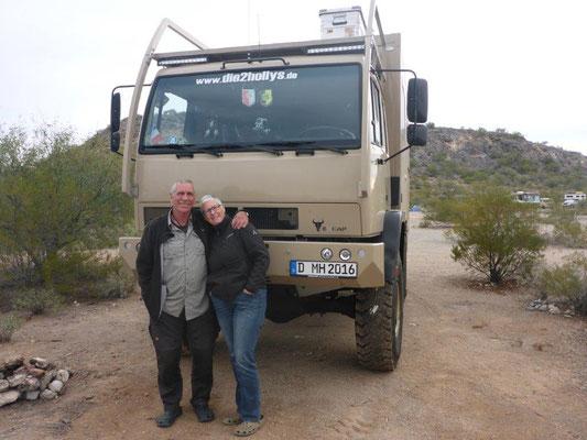 Martina & Hermann vor ihrem Steyr