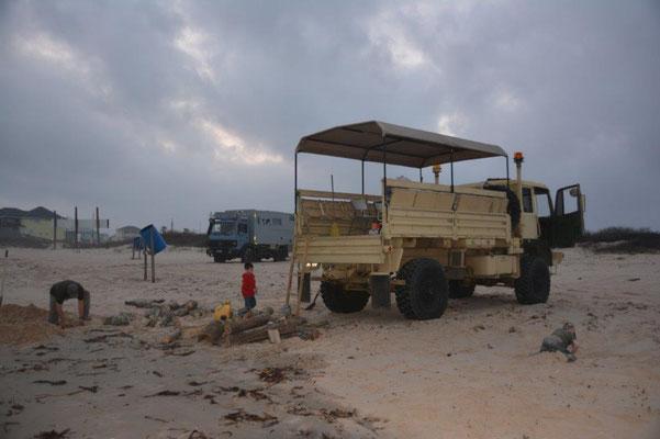 Mit den Trucks am Strand