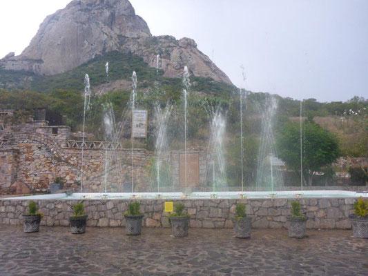 Bernal, Wasserfontänen Spektakel....
