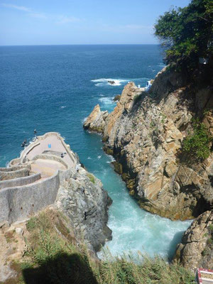 "The ""Quebrada"" of the cliff jumpers"