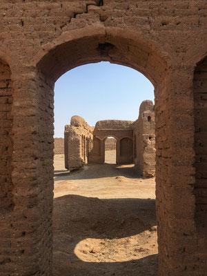 alte Karawanserei, mit Lehmziegeln gebaut