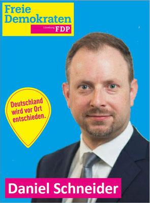 43 Jahre alt, in Lüneburg geboren und in Adendorf aufgewachsen. Er ist verheiratet, Vater von zwei Kindern und als selbständiger Rechtsanwalt in Lüneburg tätig.  Schwerpunkte der politischen Arbeit unter www.adendorf-kann-mehr.de