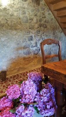Réunion de travail dans le chai du Château la Hitte AOC Buzet