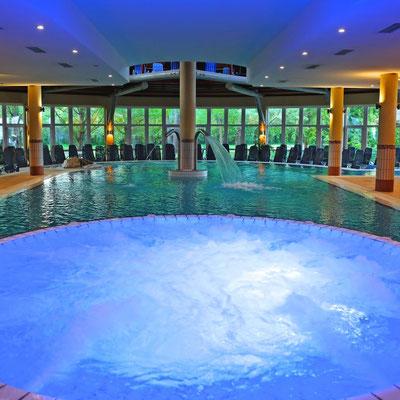 Innenbecken Lotus Therme Hotel & Spa
