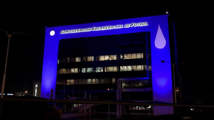 Iluminación fachada del edificio de la Conmebol.