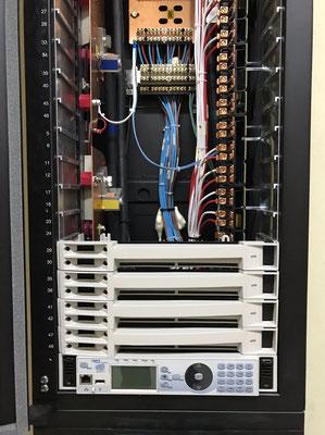 Rack de dimmer de 24 canales duales ETC.
