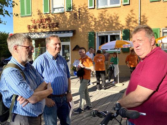 Rainer Kowalkowski, Markus Wagner und Michael Kumnick im Gespräch.