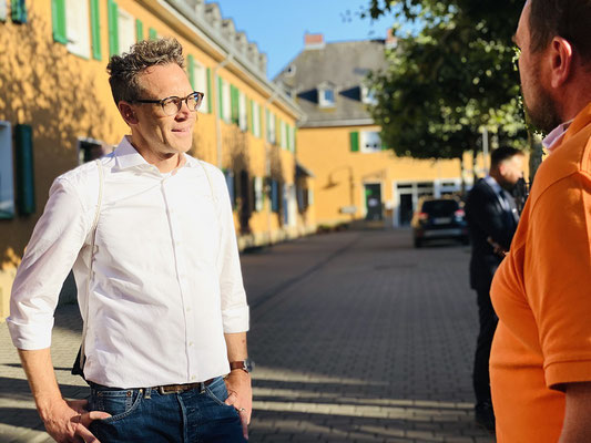 Nils Kößler (links) im Gespräch mit Andreas Welcher.