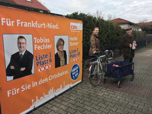 Haustürwahlkampf in der Werner-Bockelmann-Straße (Astrid und Michael Joeckle).