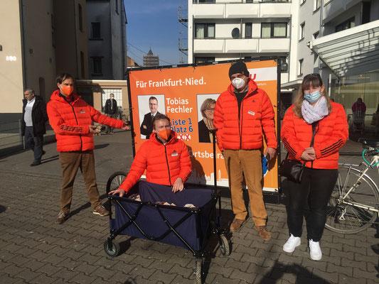 Start zum gemeinsamen Rundgang in der Mainzer Landstr. am 20.02. (v.l. Stefan Mack, Tobias Fechler, Peter Klonecki und Kerstin Kleinschmidt).