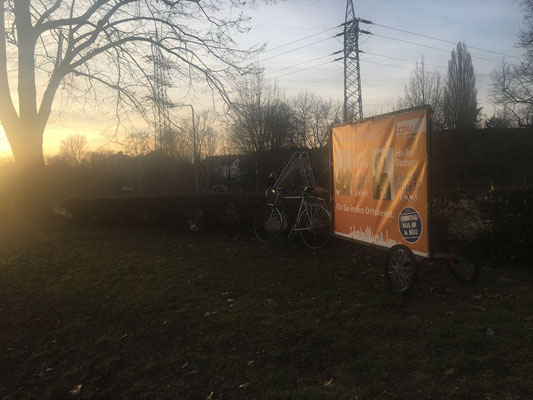 Unser Werbebanner am Spielplatz Niddaschule in Alt-Nied (19.02.).