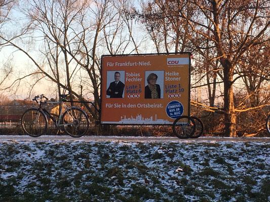 CDU-Werbebanner am Niddaradweg