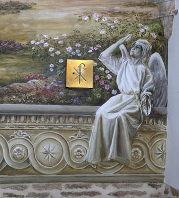 Ángel en grisalla del lado del evangelio