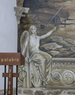 Ángel en grisalla del lado de la epístola