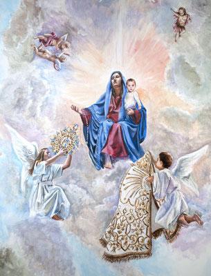 Dos ángeles entregan los atributos de gala a la Virgen: el manto y la corona