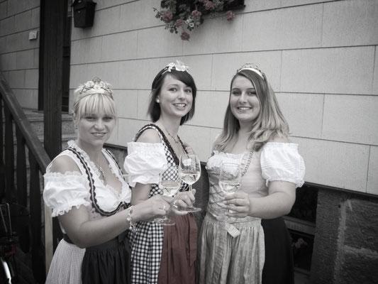 Julia als Weinprinzessin von Hammelburg, älteste Weinstadt Frankens