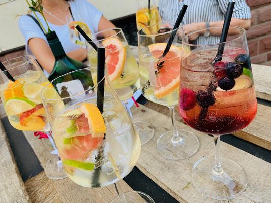 Secco-Cocktails. Perfekt bei den sommerlichen Temperaturen.