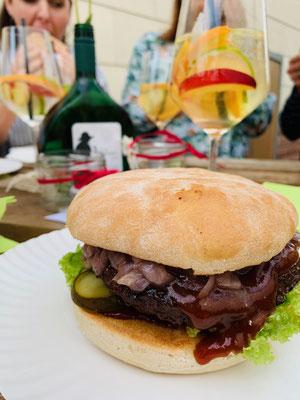 Burger vom Landgasthof Goldenes Kreuz in Untererthal.