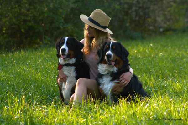 """Sie sagt wir sind wie unsere Mama absolute """"Verlass-Hunde"""""""