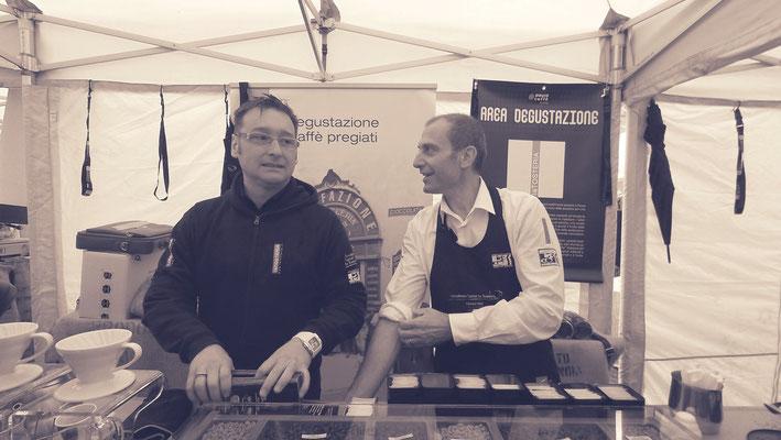 Fabrizio Neri maître-torréfacteur chez la Tosteria Caffè et Andrea Guerra responsable qualité