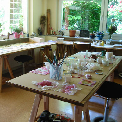 Dies ist das Atelier von Helen Wissen, in welchem sie kunsttherapeutische Workshops anbietet.