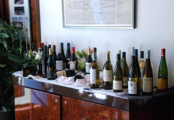 014 - Verheissungsvoller Weintisch (einen Keller gibt es nicht)