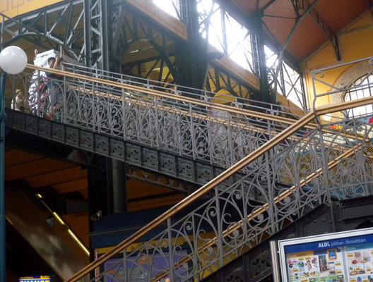 413 - Aldi in der Markthalle, das moderne Ungarn