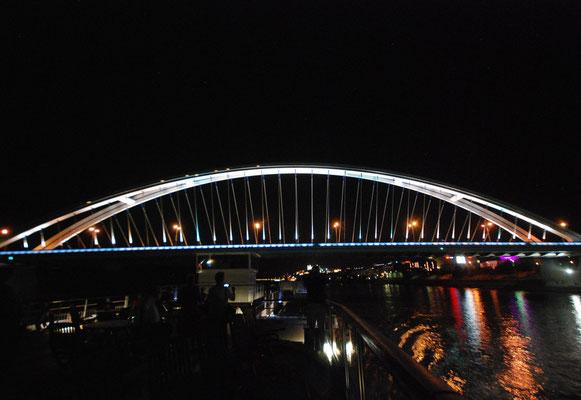 072 - Apollo-Brücke in Bratislava