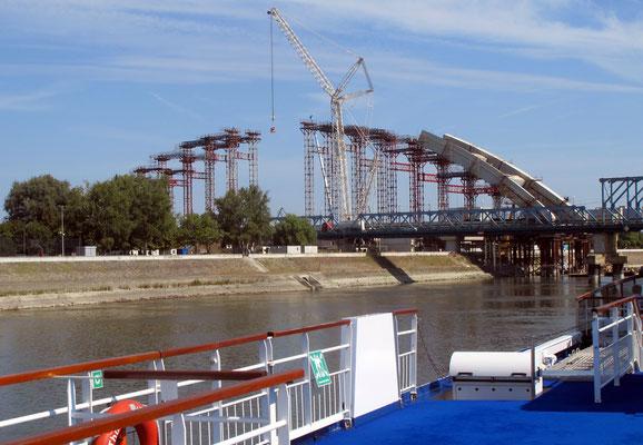 117 - Eine neue Brücke im Entsdtehen