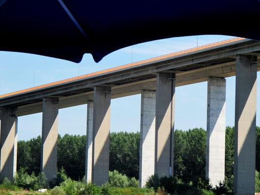 113 - Brücken lassen eine Stadt erahnen
