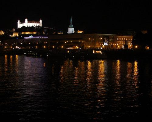 073 - Bratislava: Stadt mit Burg