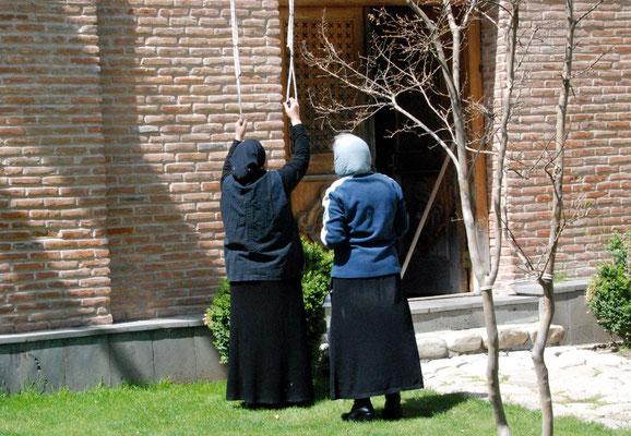 22. April 2017 - Wo Nonnen noch an der grossen Glocke ziehen (Kloster Bodbe, Georgien)