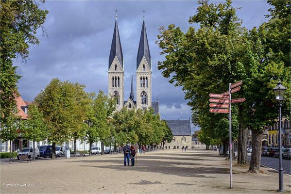 heute mal ein Blick nach Halberstdt ... am Domplatz