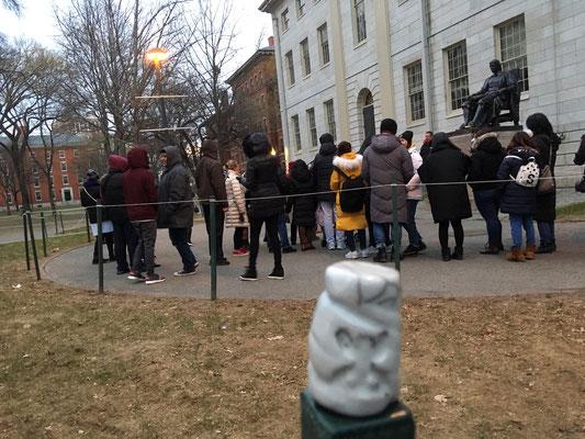 Devant l'université de Harvard, USA...