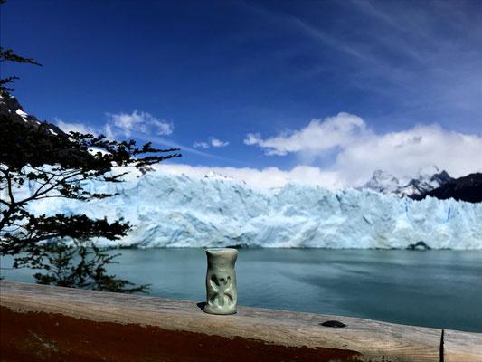 Devant le glacier Perito Moreno, en Argentine...