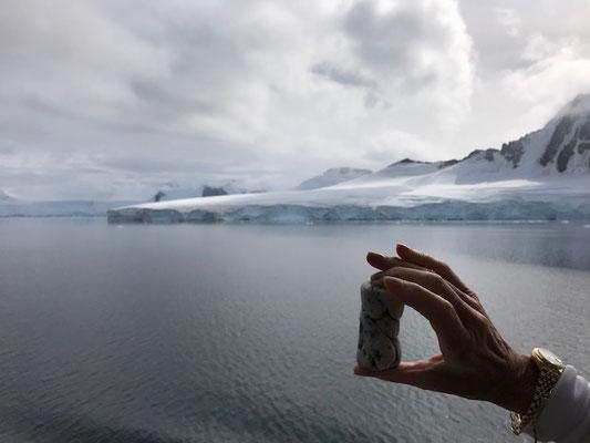 Devant l'Iceberg Grand Sud, en Argentine...