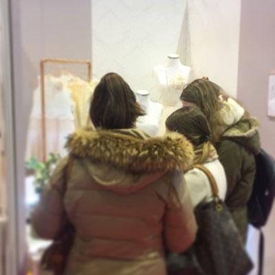 Besucher auf der TrauDich Hessen informierten sich