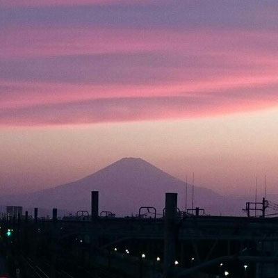 Magic hour at Tsujido station