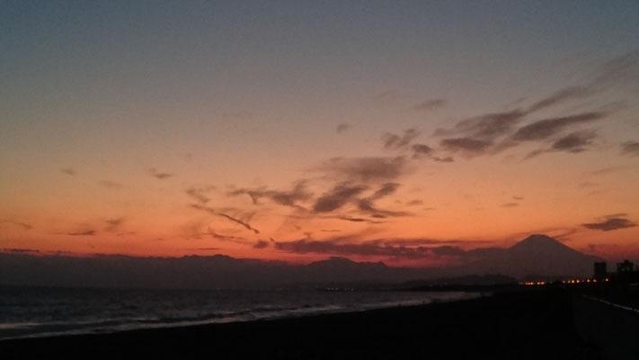 サンセットタイム~辻堂海岸から富士山