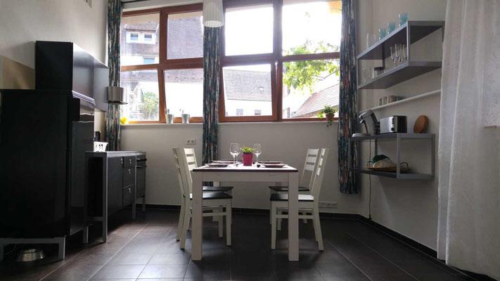 Sitzgruppe im Erdgeschoss mit Wohn und Küchenbereich