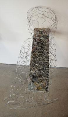 FAKE NEWS, 50x25x24cm, wire, paper, wood, LEIPZIG 2018, photo: Reinhold Ponesch ©