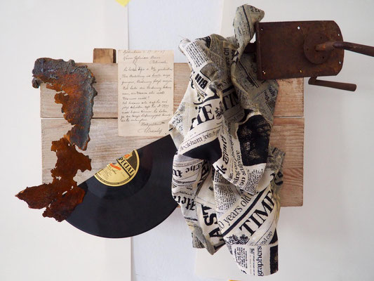 EDUCATION BOARD, 42x58 cm, wood, rusty metal, door lock, fabric, letter, disc, VIENNA 2019, photo: Reinhold Ponesch ©