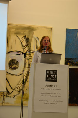 Introduction by Bettina Leidl, Director of Kunsthaus Wien.  photo: Nicole Ponesch ©