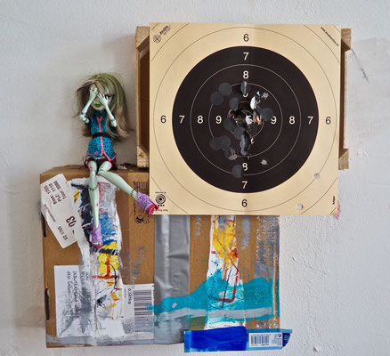 WHAT HAPPENS ON TOUR STAYS ON TOUR, 46x46 cm, cardboard, wood, photo, doll, VIENNA 2019, photo: Reinhold Ponesch ©