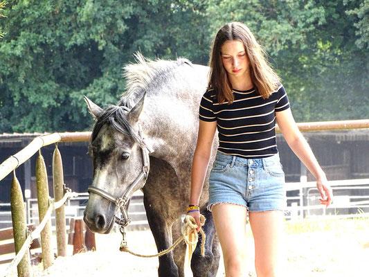 stage d'équitation, complicité avec son poney